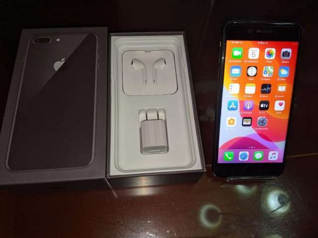 iPhone 8 Plus 64gb con Accesorios Vidrio y Cover