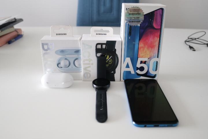 samsung galaxy A50 con accesorios
